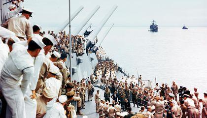 Los marineros observan que se corrija el documento de entrega