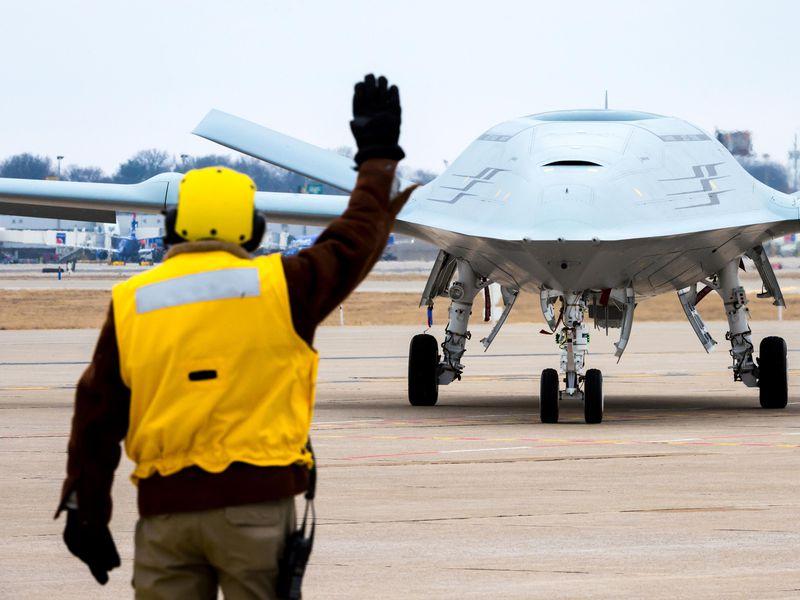 Boeing realiza una demostración de manejo de cubierta MQ-25